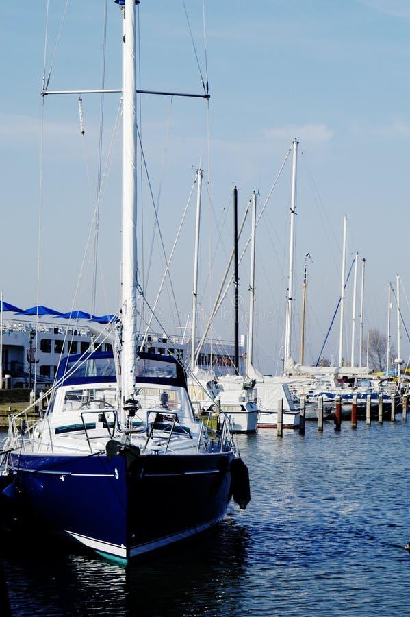小船港口荷兰风帆voldendam 库存照片