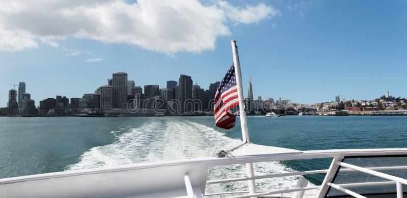 小船留下圣的弗朗西斯科 免版税图库摄影