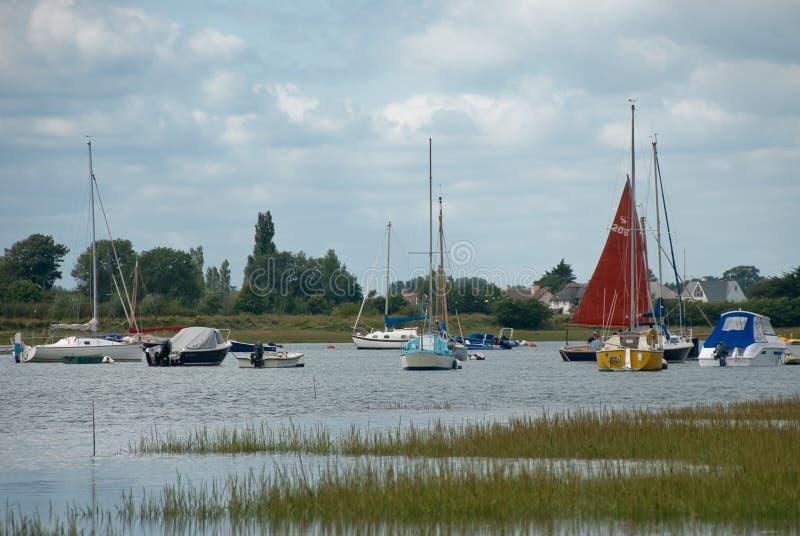 小船的各种各样的类型被停泊在Bosham 图库摄影