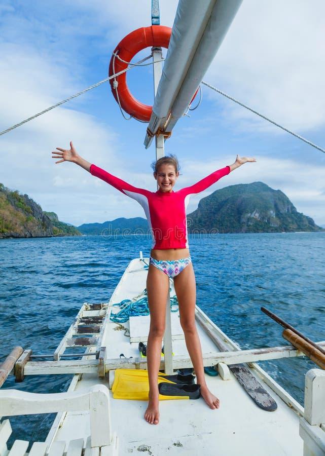 小船的女孩 免版税图库摄影