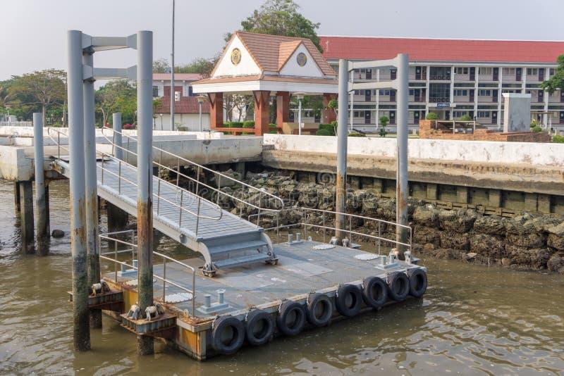 小船的小码头在Tha苏儿子在皇家泰国海军学院的Leb码头 免版税图库摄影