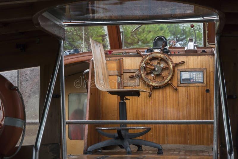 小船的方向盘 图库摄影