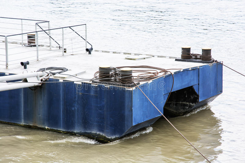 小船的金属停泊 免版税库存图片