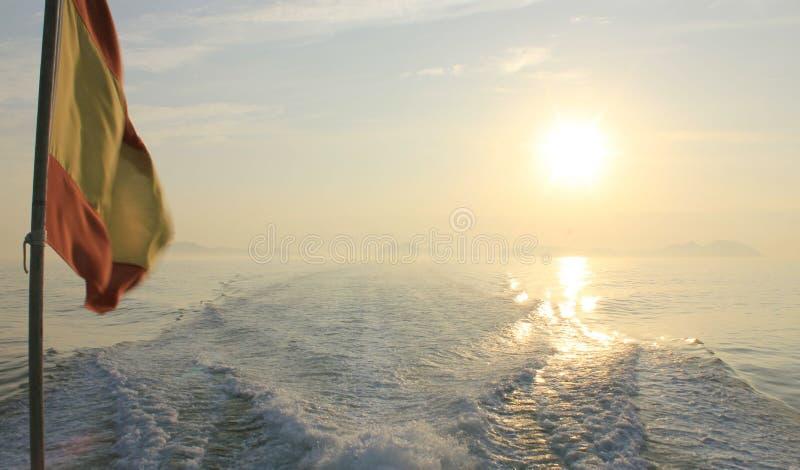 从小船的水踪影 免版税库存图片