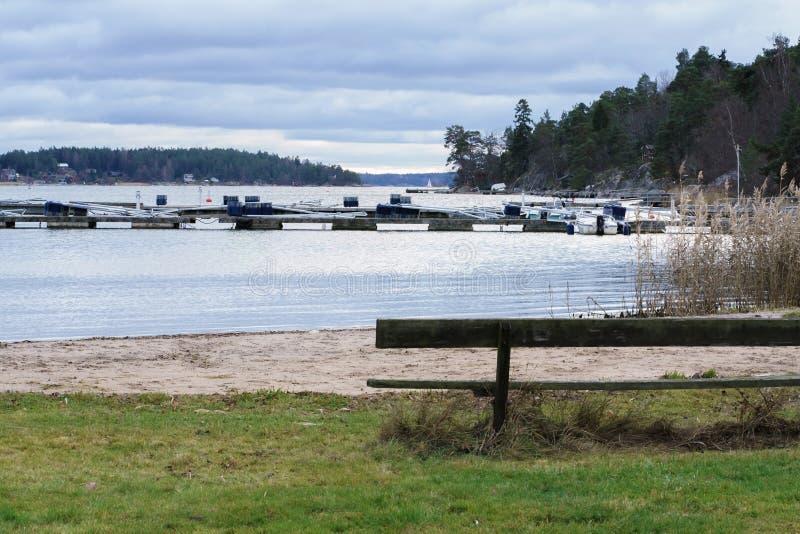 小船码头在湖 库存照片