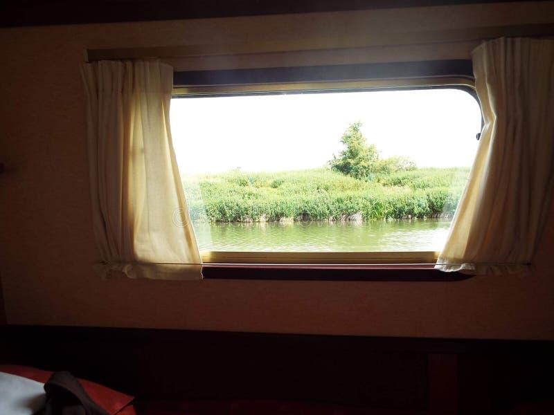从小船窗口的看法 免版税库存图片
