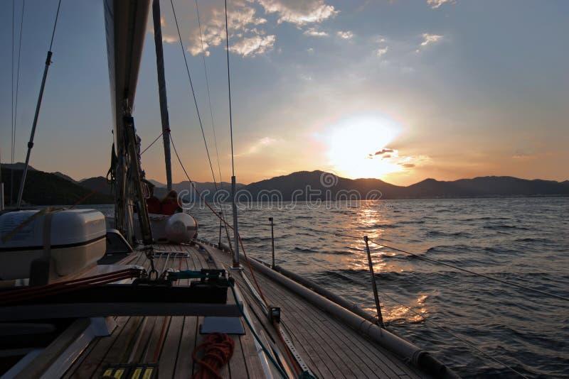 小船航行海运日落 免版税图库摄影