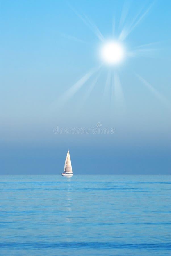 Download 小船航行 库存图片. 图片 包括有 旅行, 户外, 本质, 沉寂, 小船, 天气, 晒裂, 要素, 海岸 - 22350727
