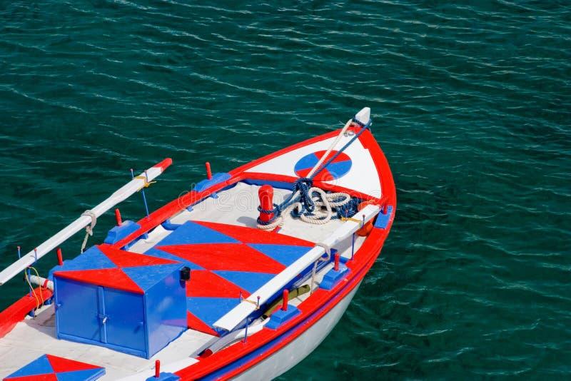 小船色的希腊传统 免版税库存照片