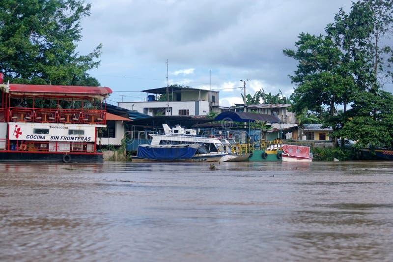 小船被停泊在纳波河一边 免版税库存图片