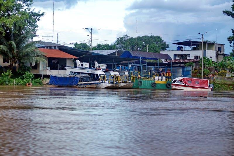 小船被停泊在纳波河一边 图库摄影
