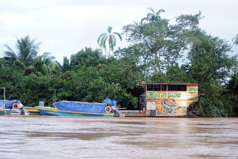 小船被停泊在纳波河一边 库存照片
