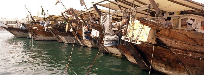 小船货物小河木的迪拜 免版税库存图片