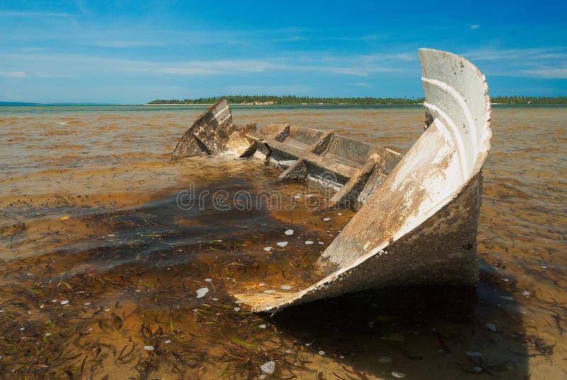小船遗弃捕鱼 免版税库存图片