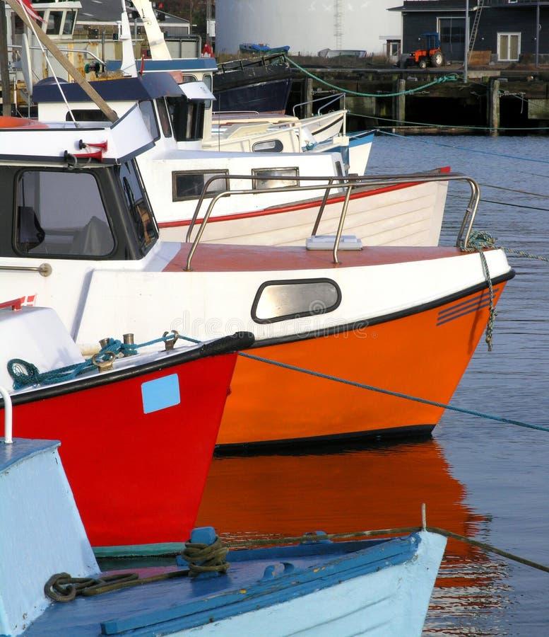 Download 小船钓鱼 库存图片. 图片 包括有 天空, 时间, 蓝色, 小船, 地图集, 颜色, 捕鱼, 丹麦语, 备件, 安静 - 62565