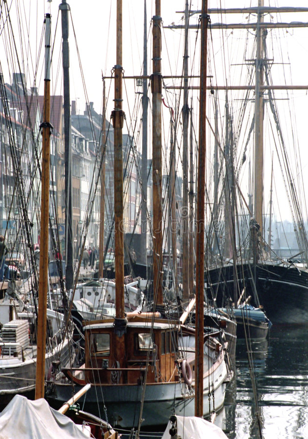 小船靠了码头 免版税图库摄影