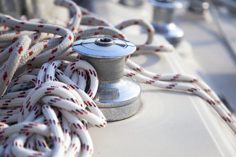 小船风帆绞盘乘快艇 库存图片