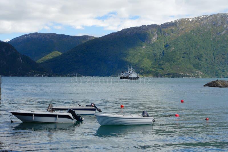 Download 小船 库存图片. 图片 包括有 大麦, 平静, 本质, 横向, 岩石, 户外, 小珠靠岸的, 挪威, 斯堪的纳维亚语 - 15689269