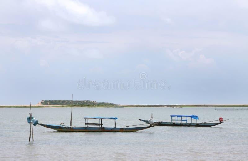 小船chilka捕鱼湖传统木 库存图片