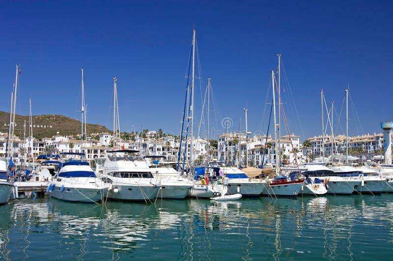 小船duquesa豪华停泊了端口西班牙高游艇 免版税库存照片