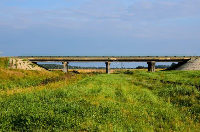 从小路桥梁的看法 库存照片