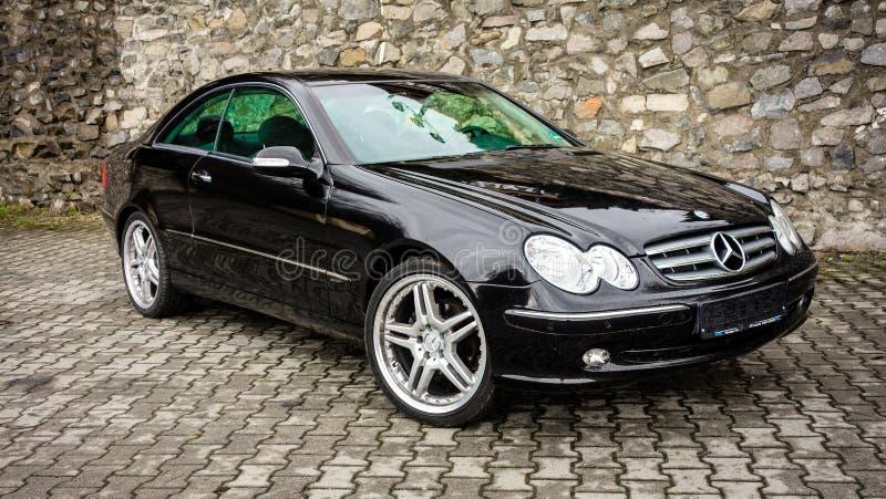 小轿车cabrio黑色德国豪华品牌制造的跑车 免版税库存图片