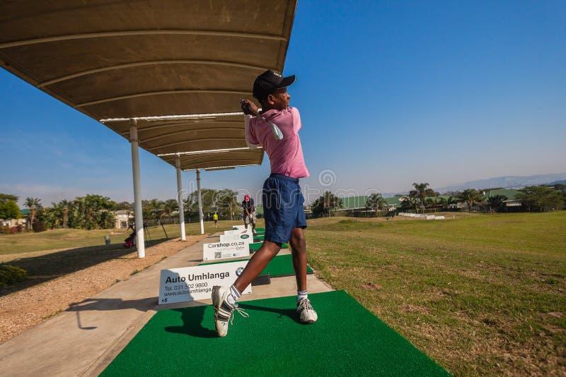 小辈球员高尔夫球练习用靶场 库存图片