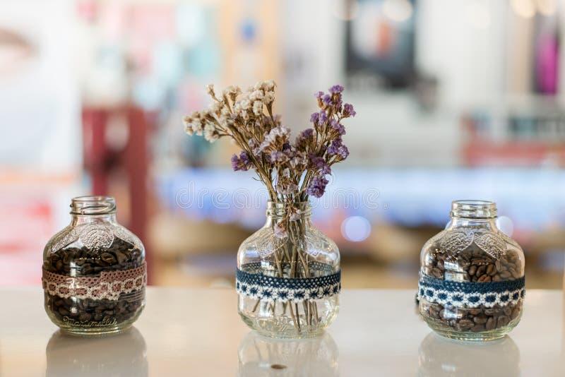 小透明花瓶和咖啡 库存照片