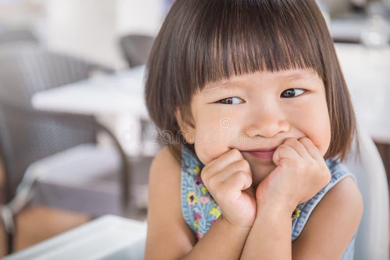 小逗人喜爱的亚裔女孩画象  免版税库存照片