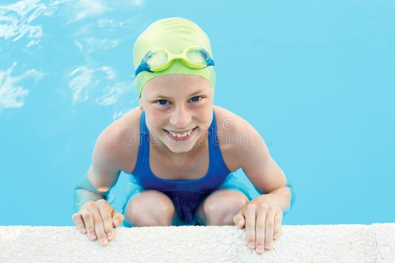 小逗人喜爱的孩子画象游泳池的 免版税库存图片