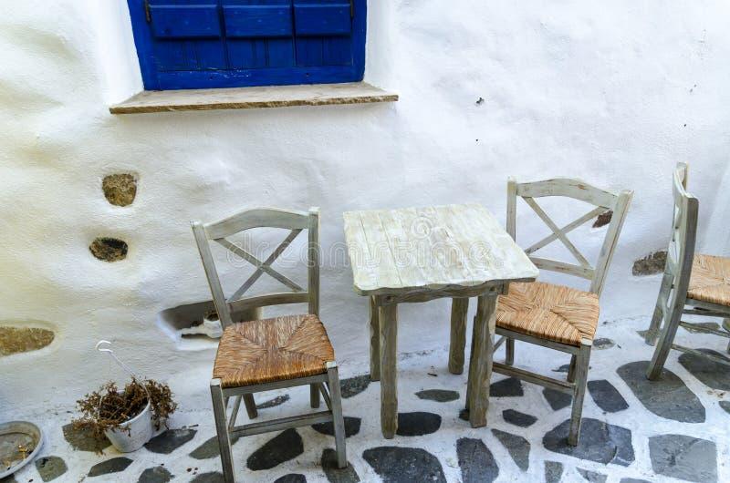 小酒馆在老镇纳克索斯岛,基克拉泽斯,希腊Chora  免版税库存照片
