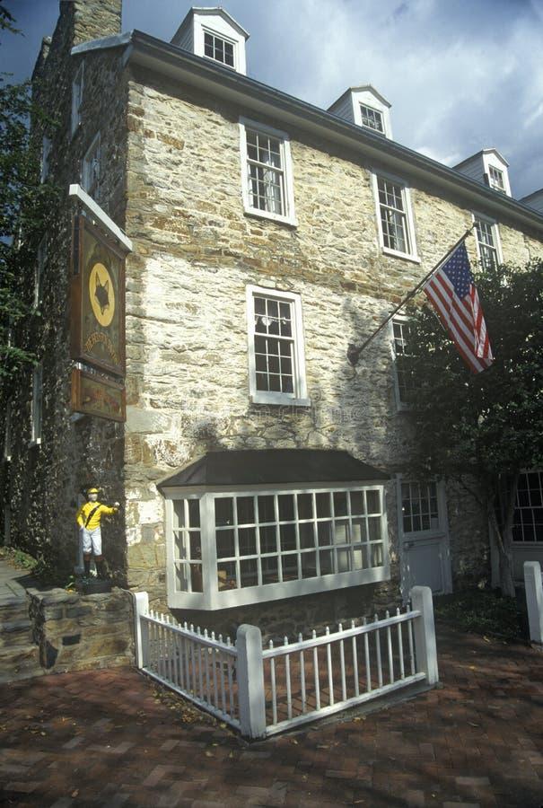 小酒馆/旅馆历史的Middleburg的, VA在美国路线50 库存照片