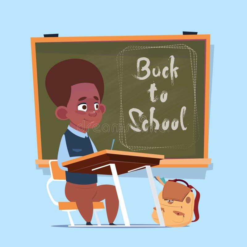 小非裔美国人的男生坐在类板男小学生教育横幅的书桌 向量例证