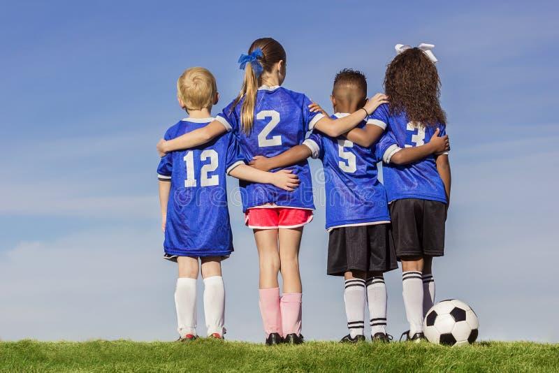 小组不同的年轻足球运动员 图库摄影