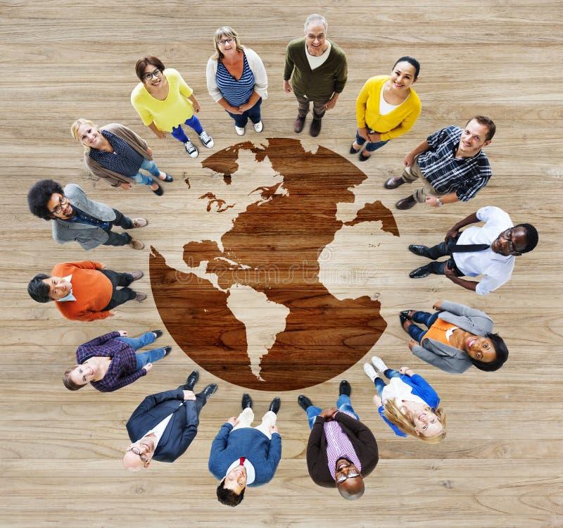 小组不同种族的不同的世界人民 免版税库存照片