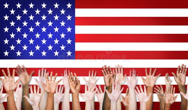 小组不同种族的胳膊伸出与北美洲旗子 图库摄影