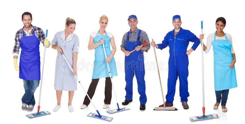 小组与拖把的擦净剂 免版税库存照片