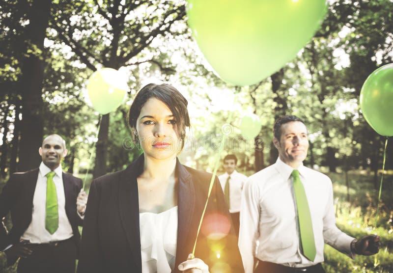 小组举行气球概念的商人 库存图片