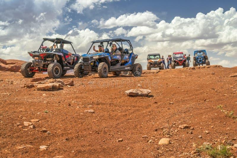 小组在万岁通行证山顶的ATV车手  免版税库存图片