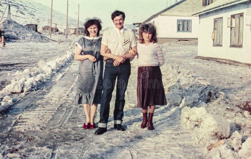 小组在街道上的愉快的苏联人民 免版税库存图片