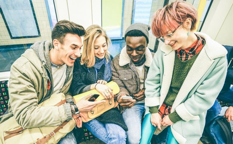 小组多种族行家朋友获得乐趣在地铁 免版税图库摄影