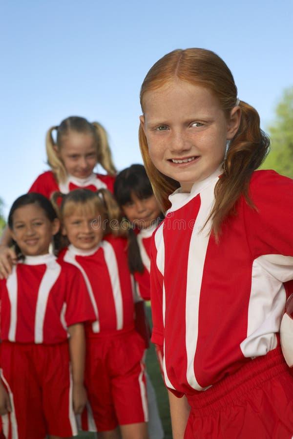 小组女孩足球运动员 库存照片