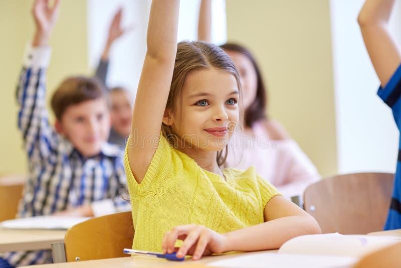 小组学校哄骗与笔记本在教室 免版税图库摄影