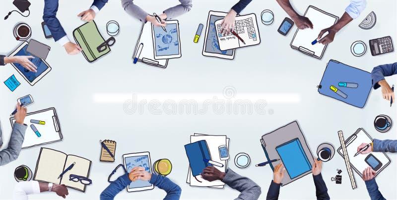 小组合作卡通囹�a_图片 包括有 偶然, 组织, 种族, 员工, 合作, 聚会所, 总公司, 女