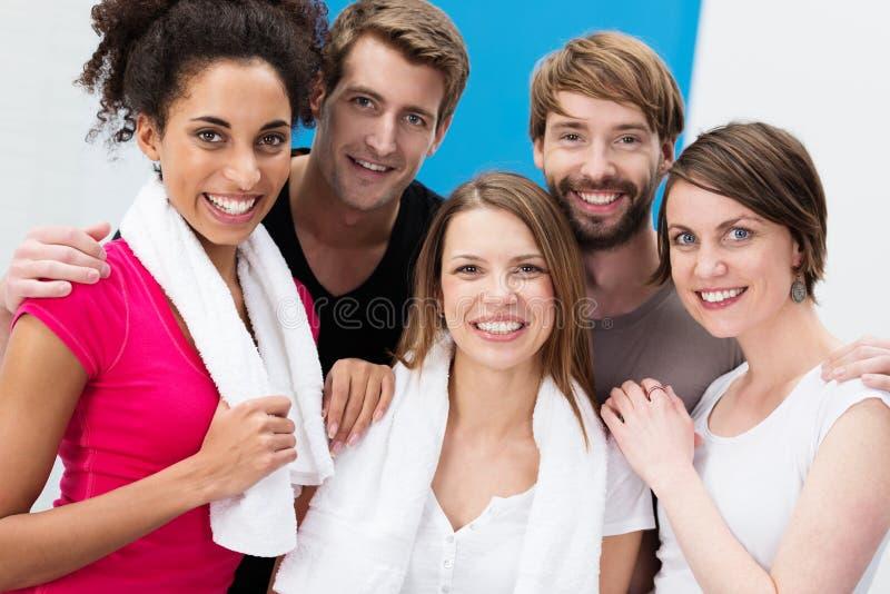 小组愉快的不同种族的朋友 库存照片