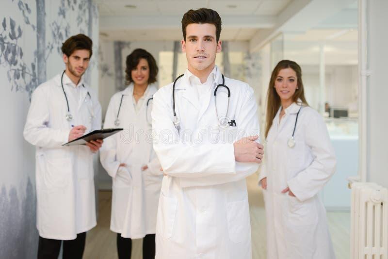 小组医护人员画象在医院 库存照片