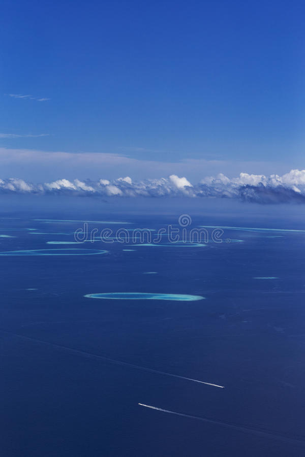 小组环礁在马尔代夫 免版税图库摄影