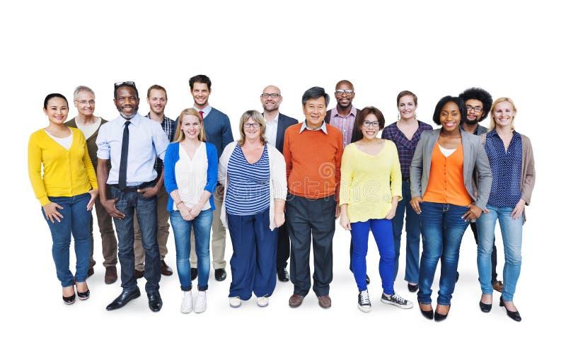 小组白色背景的不同种族的人 免版税库存图片