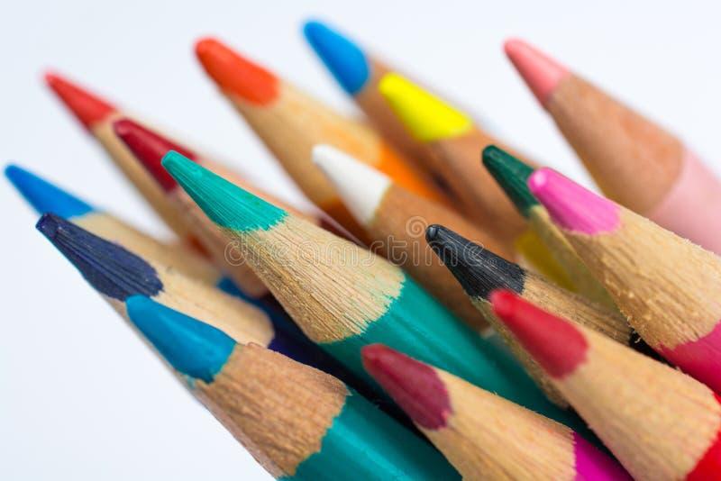 小组色的铅笔蜡笔接近在白色 库存图片