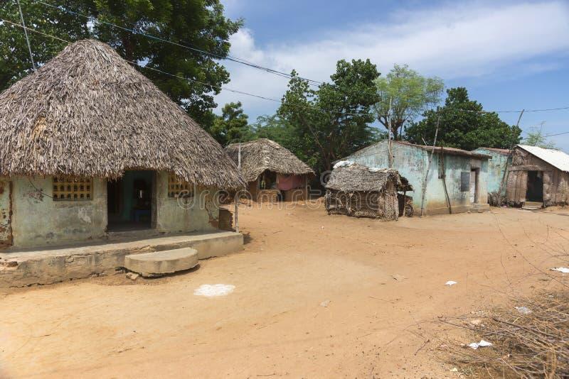 小组谦逊的住宅在村庄 免版税库存照片